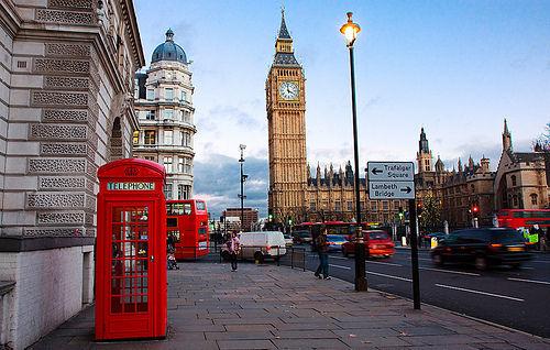 Denuncian acoso de varios diputados británicos a la gerenta de un bar de Londres