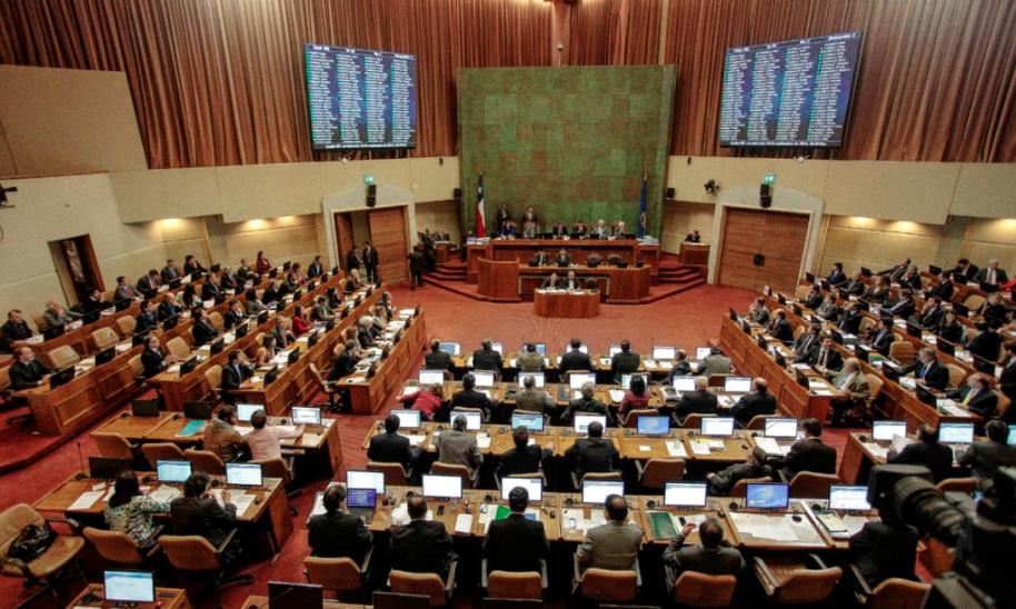 Levántate hombre flojo: Los 8 diputados que acordaron retrasar inicio de jornada del 2 de enero
