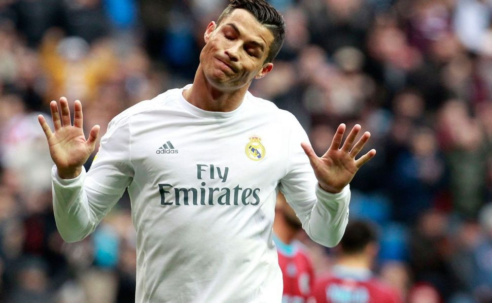 """Cristiano Ronaldo bromea a unos niños diciendo que Messi """"es malo"""" (VIDEO)"""