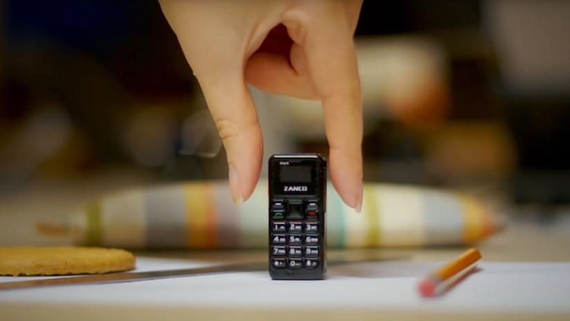 Conoce el teléfono móvil más pequeño de mundo (VIDEO)