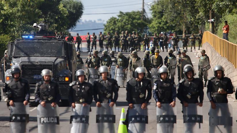 Honduras: la policía se declara en huelga en medio de la crisis y asegura que «no son robots»