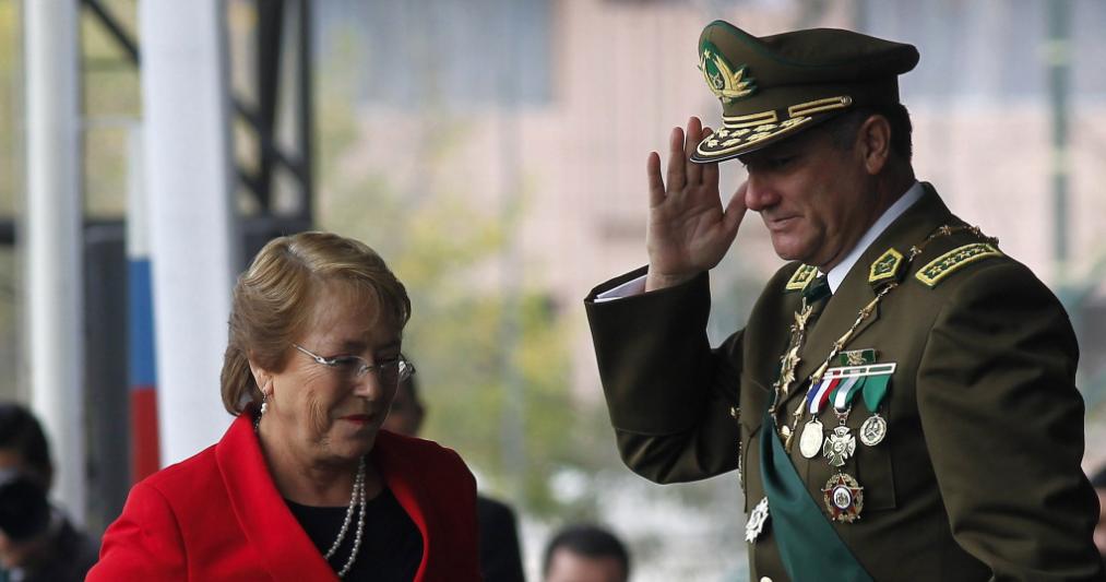 """Se salvó: Gobierno mantiene al general Villalobos en su cargo tras irregularidades en """"Operación Huracán"""""""