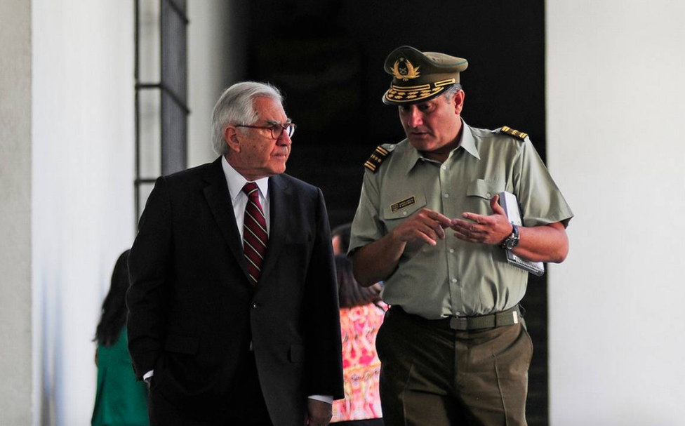 """Ministro Fernández respalda a Villalobos: """"El Gobierno nunca ha hablado de renuncia"""""""