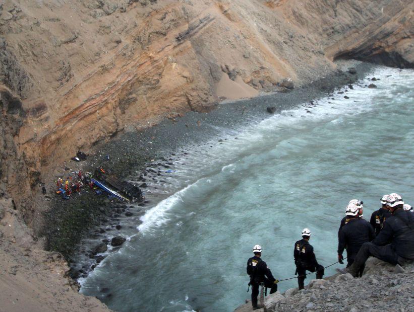 Accidente de bus en Perú: Cancillería descarta chilenos entre las víctimas fatales