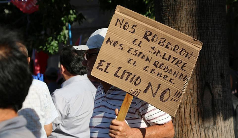 """Organizaciones sociales llaman a no aceptar acuerdo Corfo-Soquimich: """"El litio es totalmente del país y esta es una acción encubierta para privatizarlo"""""""