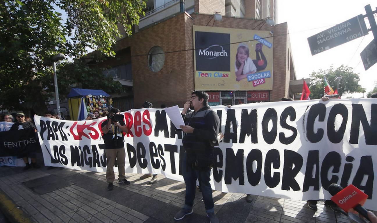 Gira papal: Carabineros impidió que Marcha de los Pobres llegara hasta Parque O'Higgins, pero su mensaje sí se difundió
