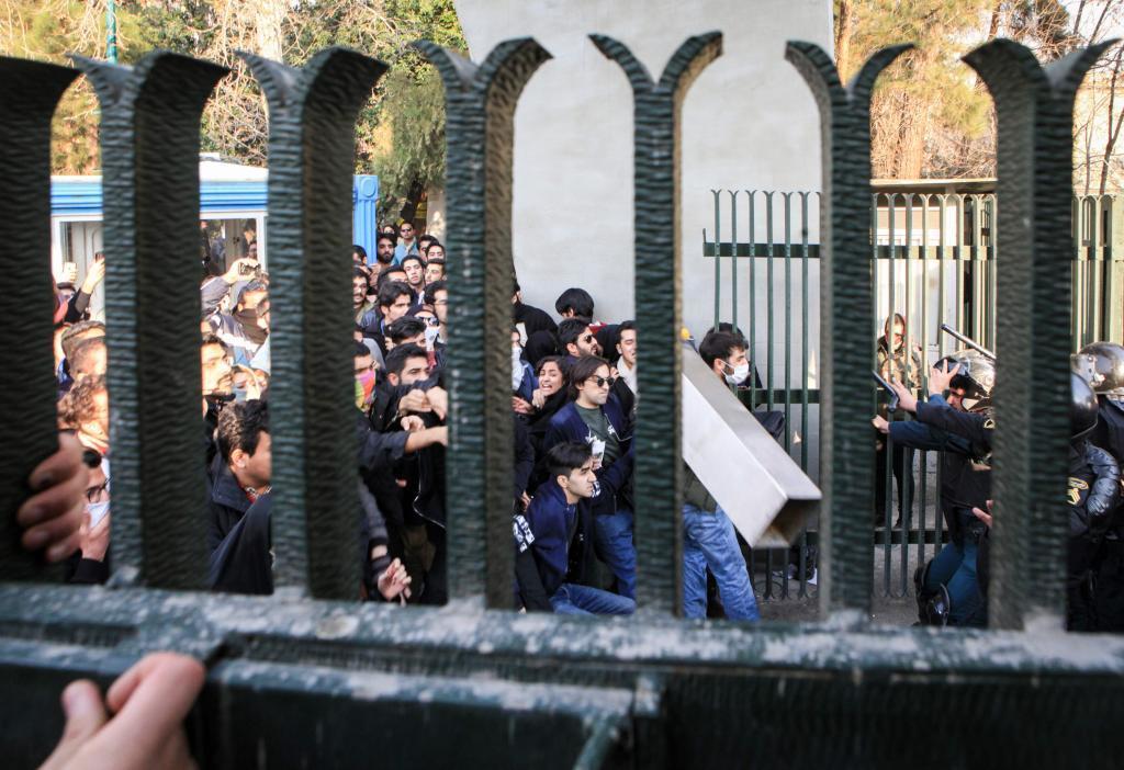 Rusia responde a EE.UU. y advierte que injerencia foránea en Irán es «inadmisible»