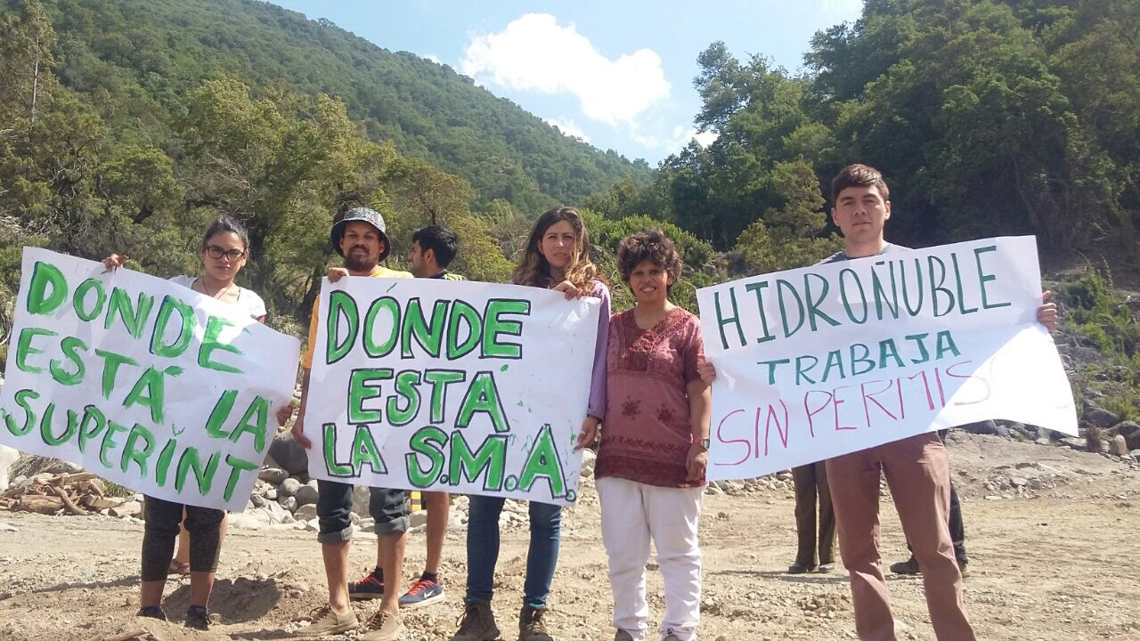 Mientras, en la cuna de Nicanor Parra: Vecinos de San Fabián de Alico protestan contra proyecto hidroeléctrico