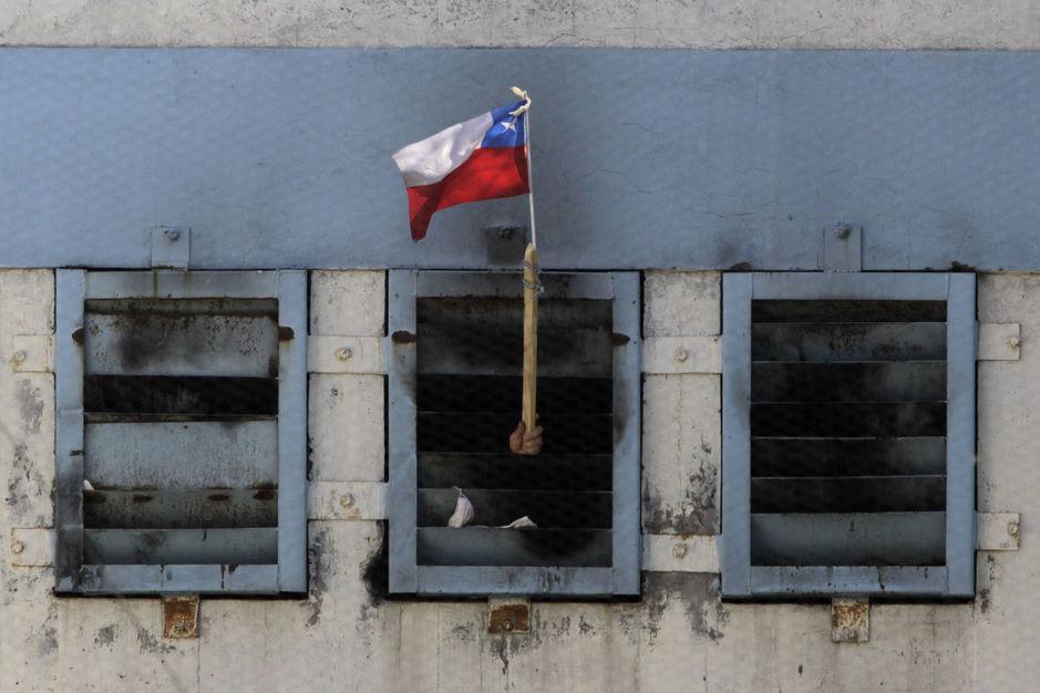 Senadores proponen aumento de sanciones por ultraje, mofa o desprecio a la bandera, el escudo o el himno nacional