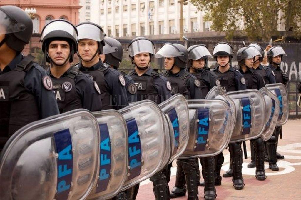 Argentina: Ofrecen recompensa por chilenos en caso de asesinato de policía trasandino