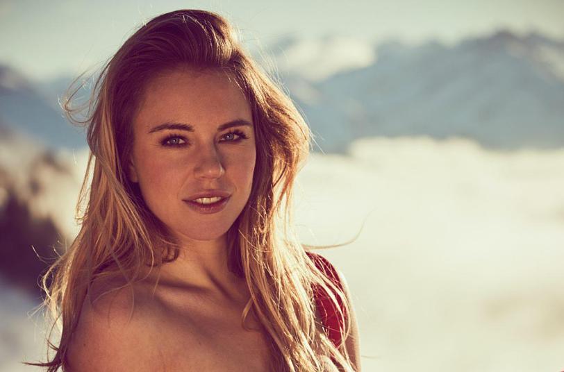 Galería Esquiadora Alemana Ahoga Sus Penas Posando Desnuda En Playboy