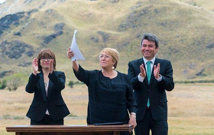 """""""La Presidenta y el ministro del Medio Ambiente le mintieron al país"""": Críticas de Greenpeace por nuevo Parque Nacional Kawesqar"""