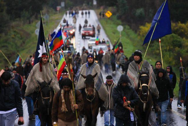 Estigma y criminalización: informe del INDH señala que chilenos ven como violentos y flojos a pueblos originarios