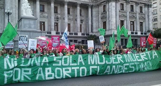 Argentina: Tras intensa movilización de mujeres y feministas gobierno de Macri presentará proyecto de aborto legal