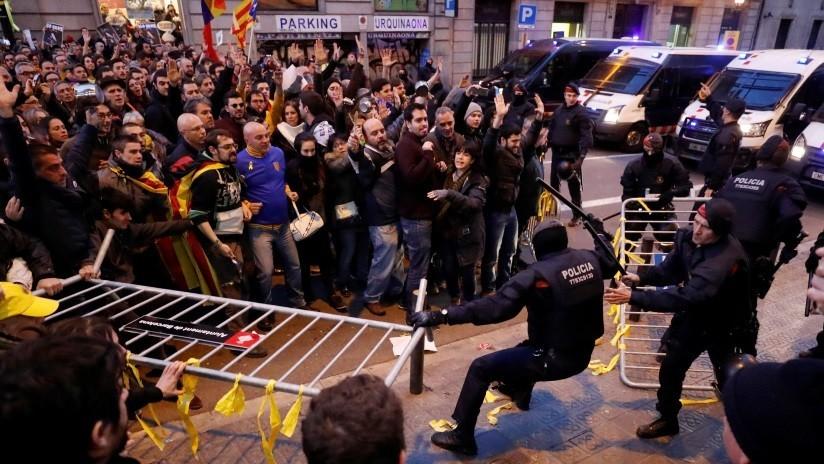 España: protesta en Barcelona contra el Rey Felipe VI deja al menos 19 heridos