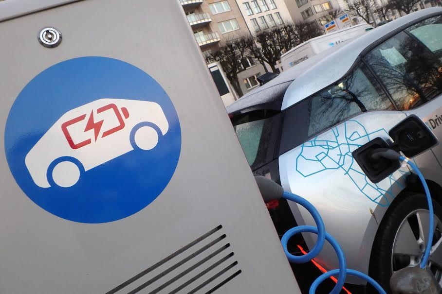 """Greenpeace Chile y la contradictoria electromovilidad del Ministerio de Energía: """"Apenas uno de los automóviles de su flota es eléctrico"""""""