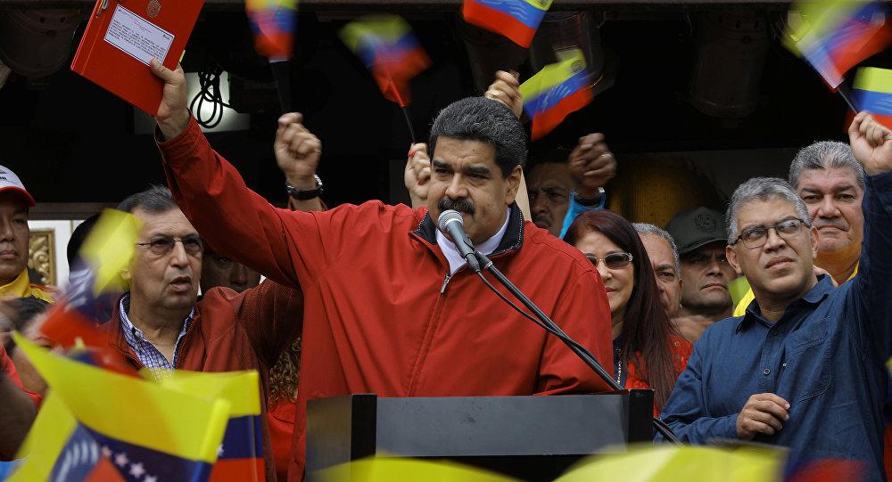 """Politólogo desmenuza tenso escenario en Venezuela: """"Los planes del Gobierno son los únicos que buscan remendar la situación"""""""