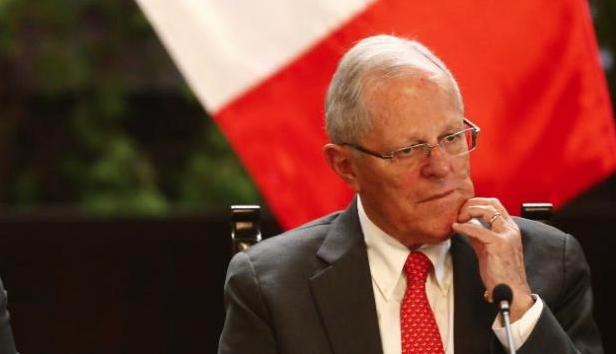 """Kuczynski deja la presidencia de Perú y promete una """"transición constitucionalmente ordenada"""""""
