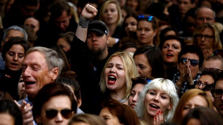 Guerrilla se organiza contra restricción del aborto en Polonia