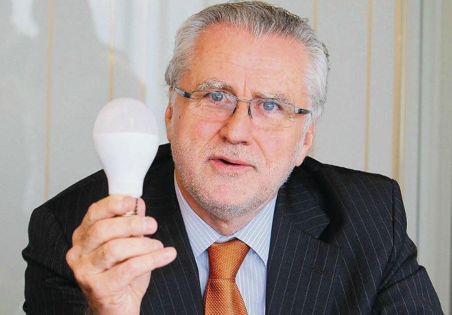 Ex ministro y amigo de Luksic ingresa al directorio de TVN