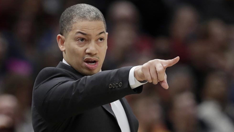 Tyronn Lue deja el banquillo de Cleveland por problemas de salud