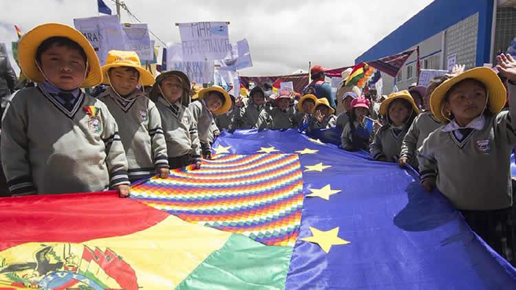 Bolivia: Canciller Huanacuni dice que «banderazo» es un mensaje de unidad por el mar