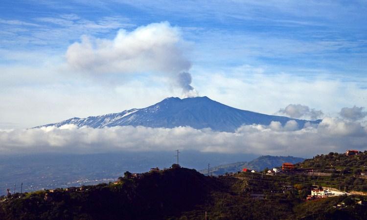 El volcán Etna se está deslizando lentamente hacia el mar Mediterráneo