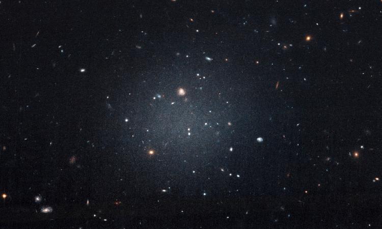 Una galaxia que carece de materia oscura tiene a los astrónomos desconcertados
