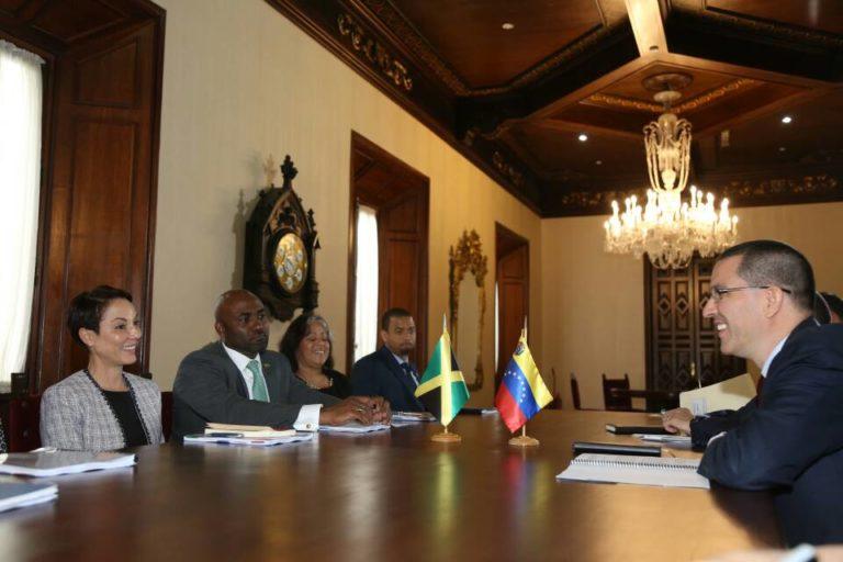 Naciones del Caribe fortalecen relaciones diplomáticas y energéticas