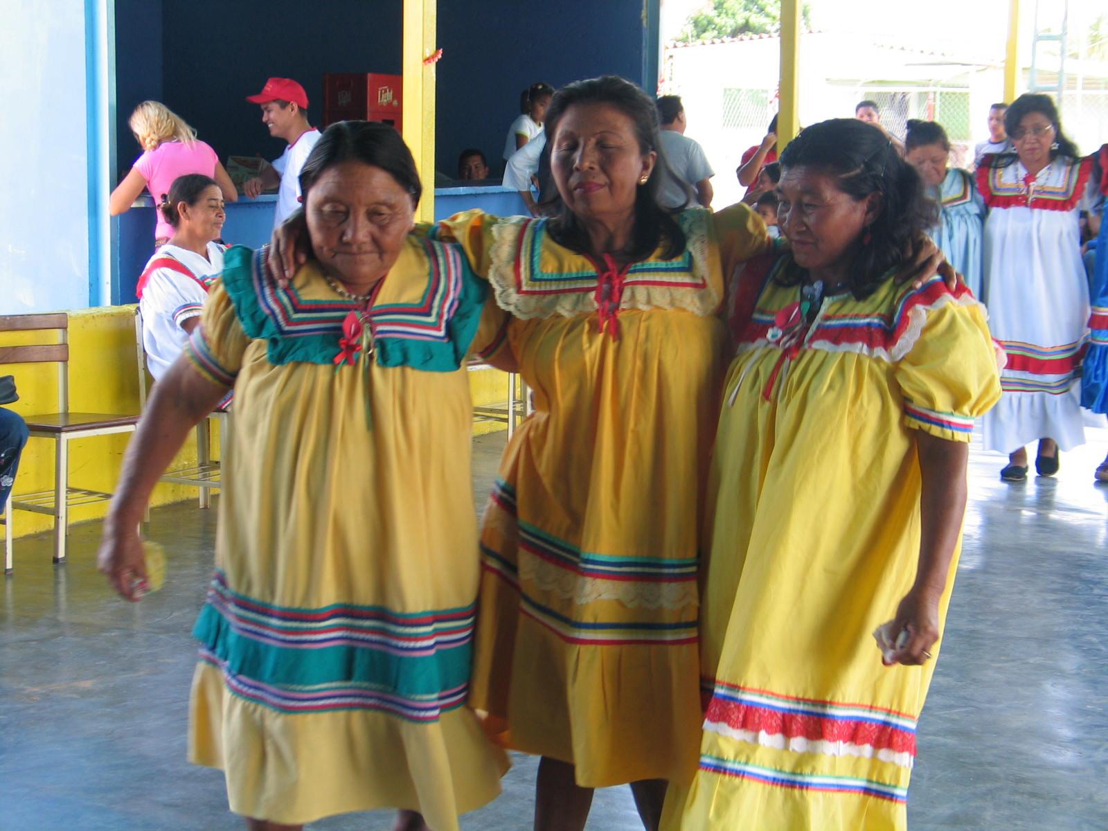 Movimiento Somos Venezuela realiza jornada de atención a etnia Kariña