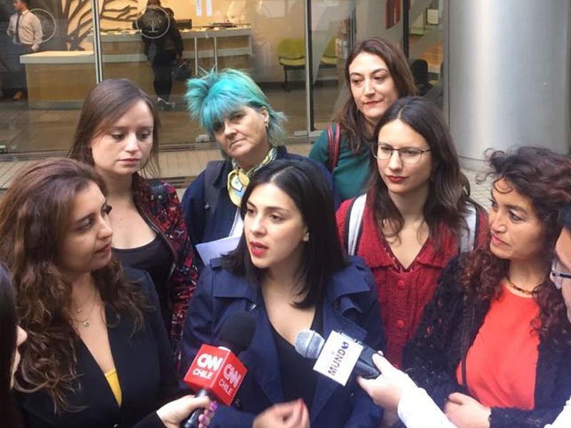 """Diputada Cariola y organizaciones de mujeres exigen fiscalización para que Isapres cumplan con la aplicación de las """"tres causales"""""""
