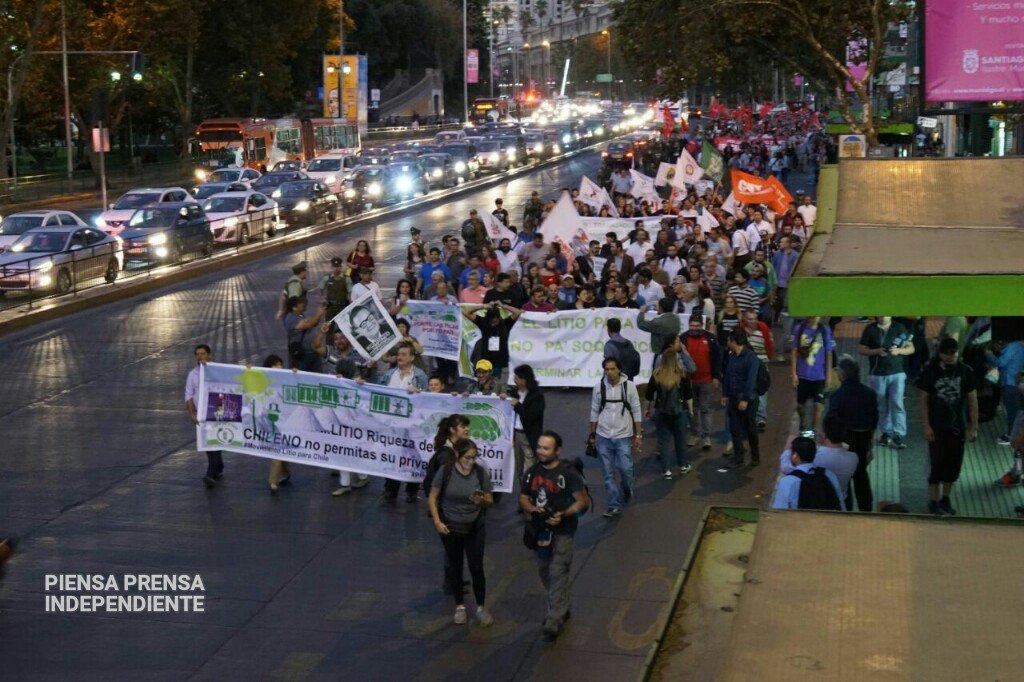 Santiago: Más de 2 mil personas marchan contra el acuerdo Corfo-Soquimich para explotar el litio