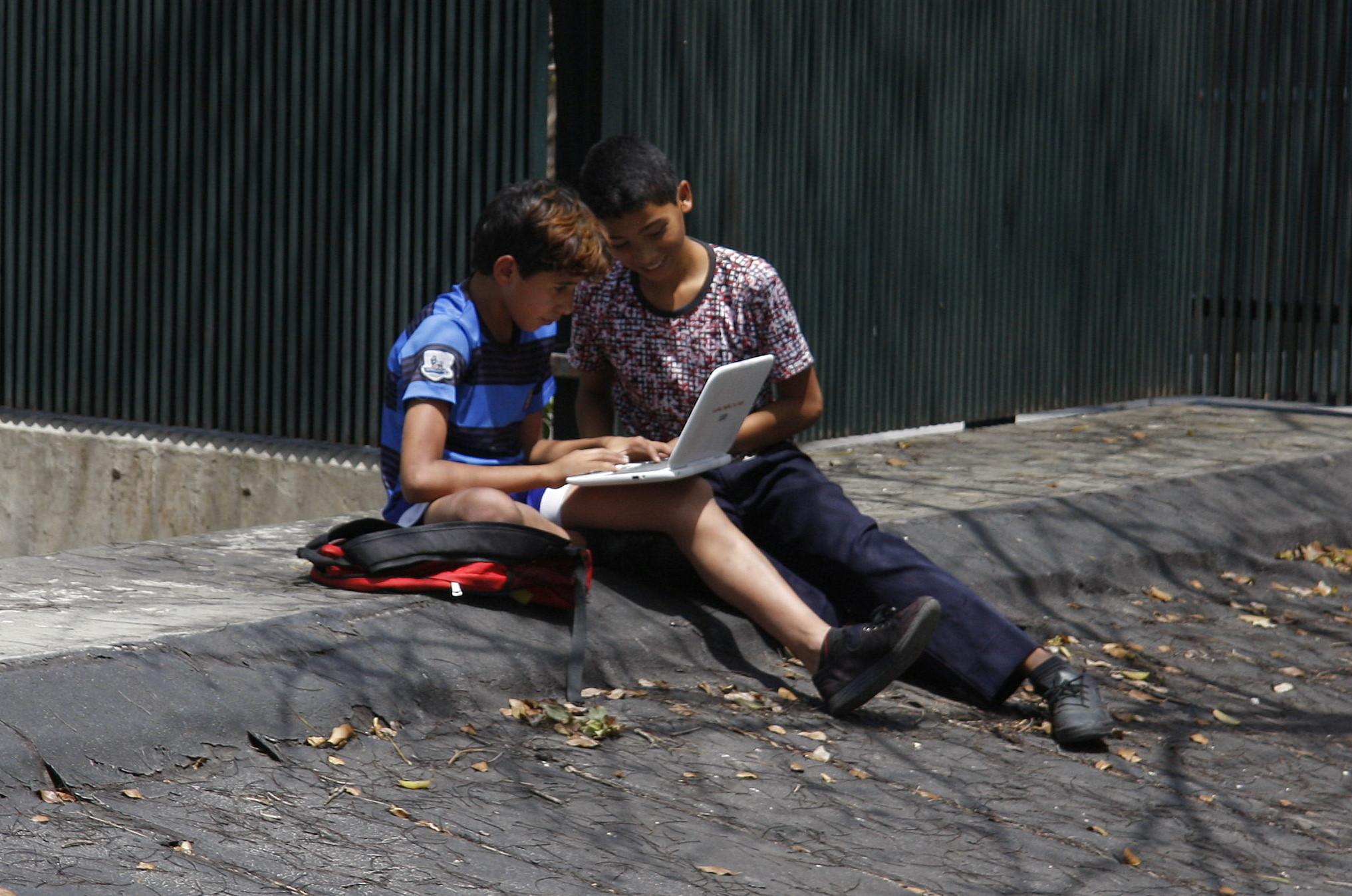 Estudiantes venezolanos tienen acceso a las telecomunicaciones y las tecnologías de manera gratuita