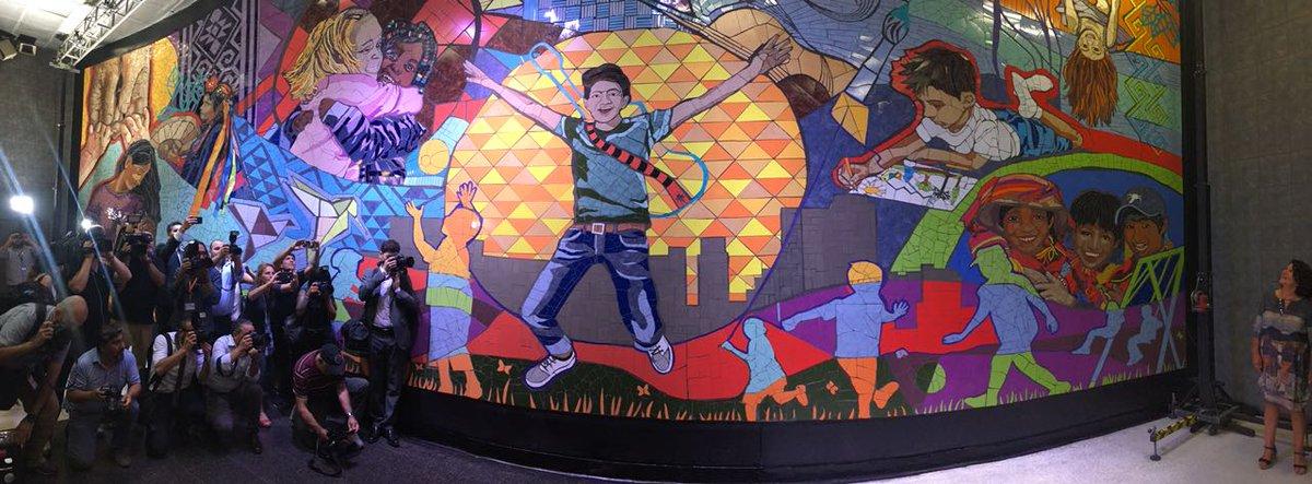 Santiago: Metro inaugura un nuevo mural en la estación Bellas Artes