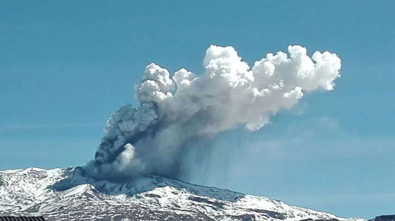 Alerta Amarilla en Alto Biobío por explosiones hidrotermales en el volcán Copahue