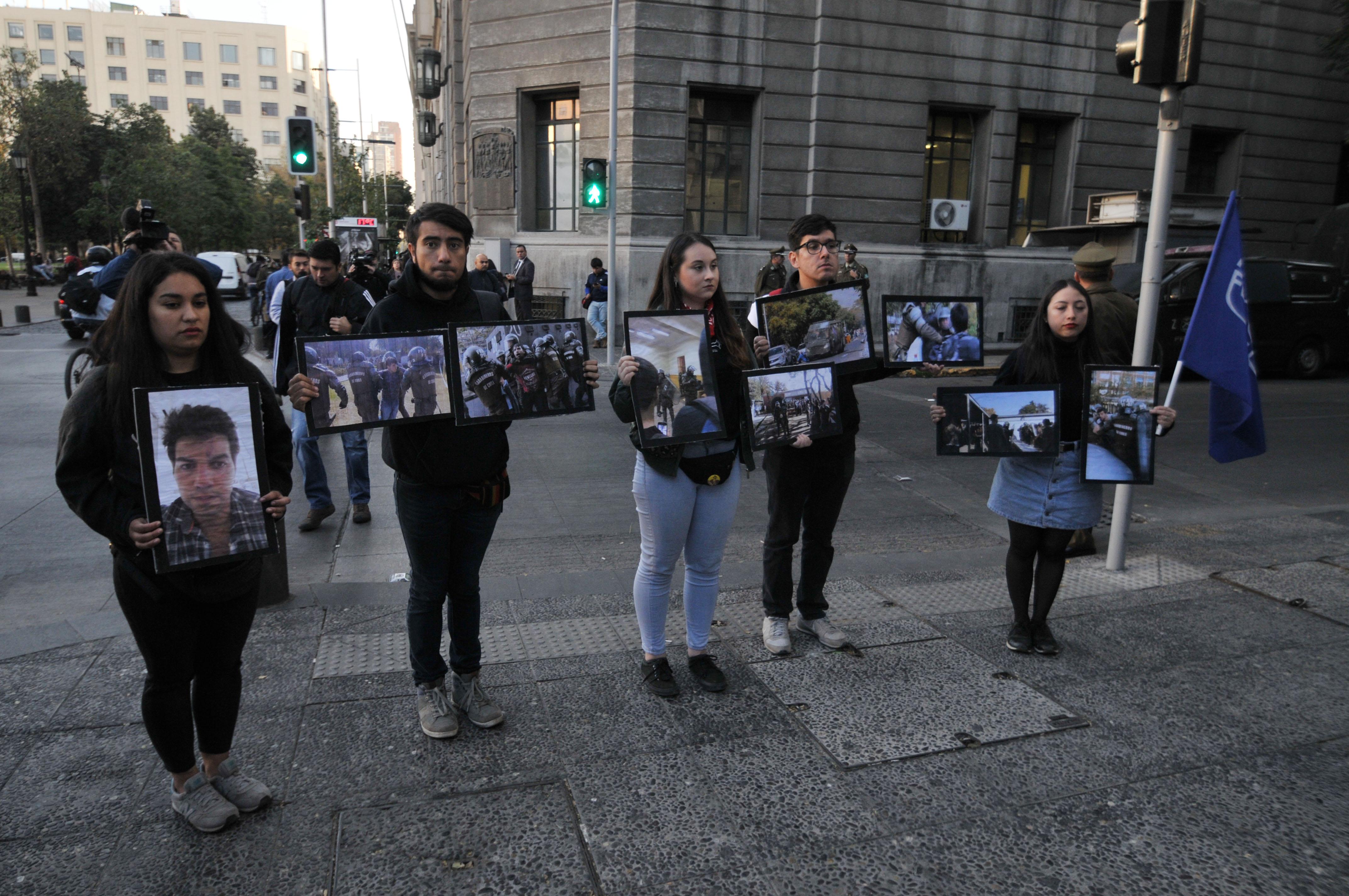 Humillación, golpes y oídos sangrando: Dirigentes Usach piden a Intendencia detener violencia policial
