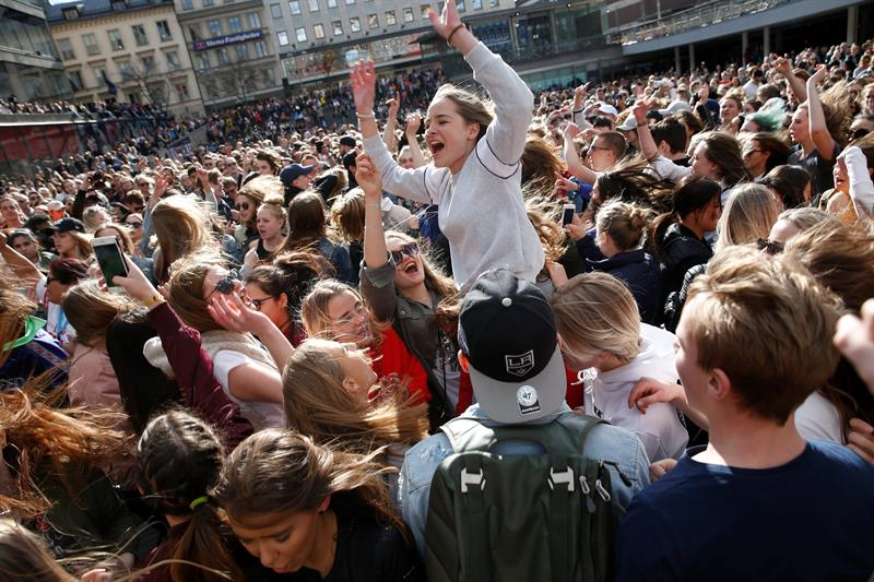 Fans of Avicii gather to honour him in central Stockholm