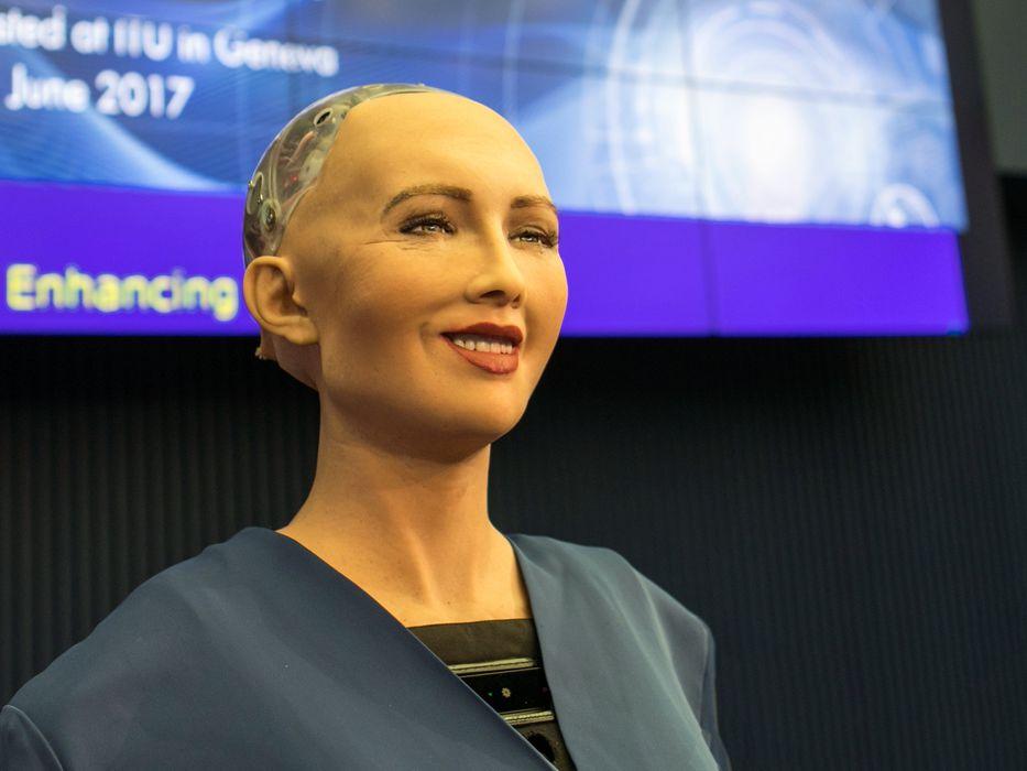 """Robot Sophia: """"Creo que el espíritu humano es increíble"""""""