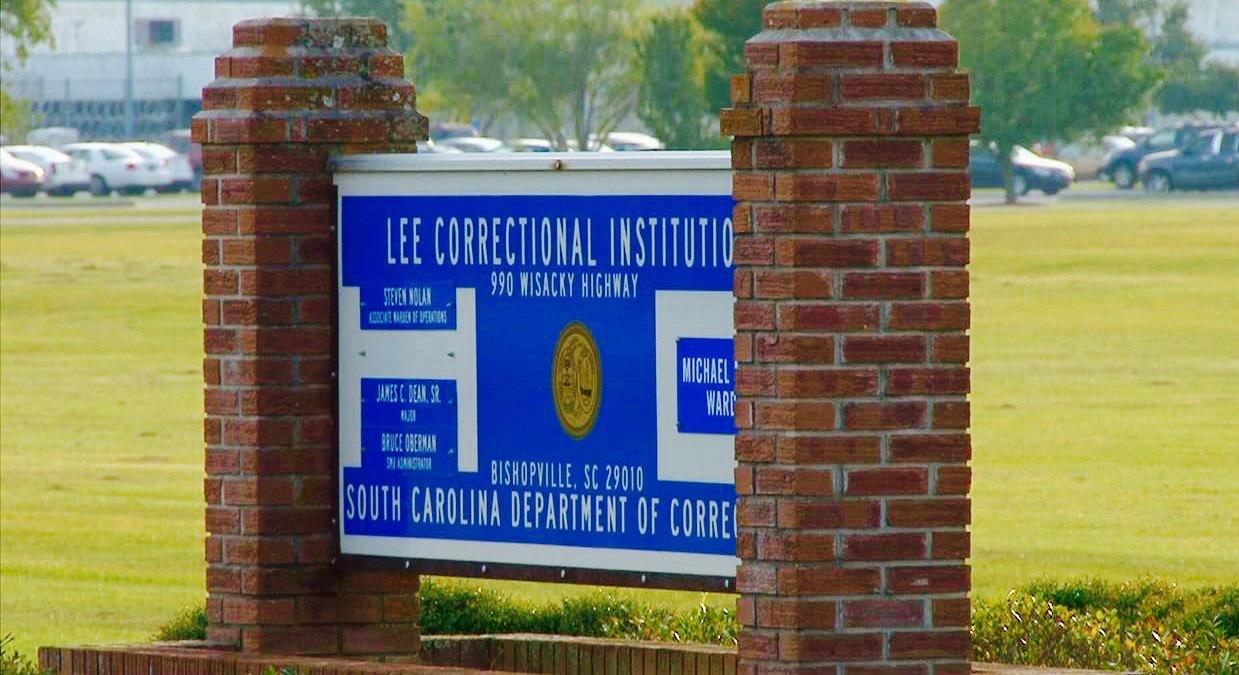Motín en cárcel de Estados Unidos deja 7 presos muertos