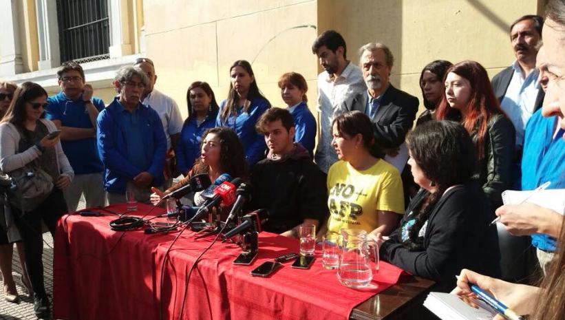 """Agrupaciones crean Alianza Social de Oposición a Piñera: """"El pueblo organizado defiende y recupera sus derechos"""""""