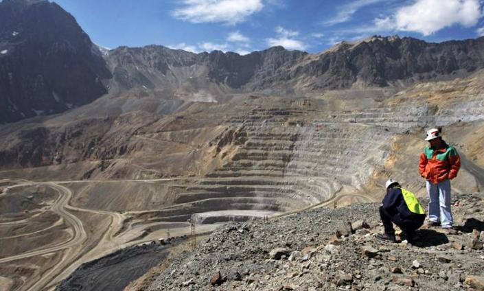 """Minería Costo C1 """"a la chilena"""" : Los costos oficiales de corto plazo de las mineras y sus implicancias en las negociaciones colectivas"""