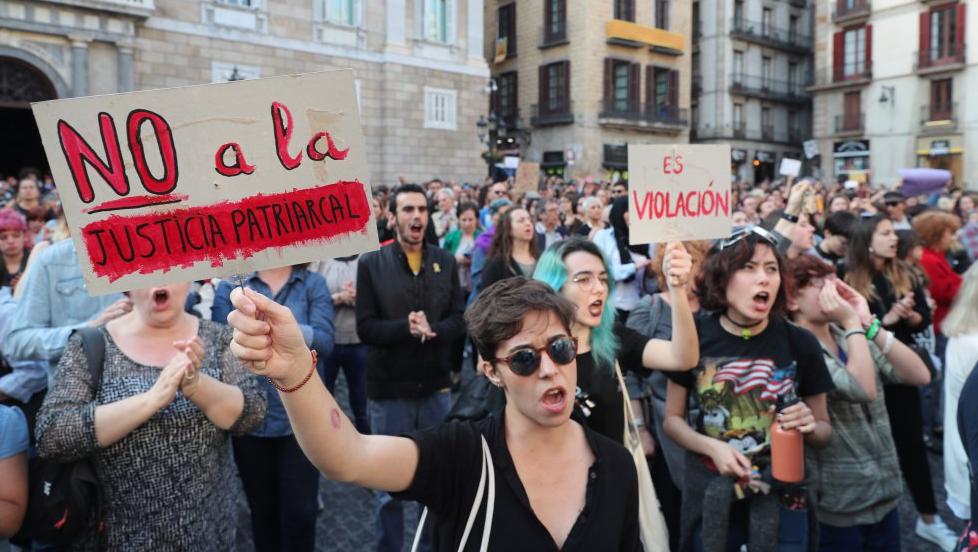 """Justicia española descarta violación y condena por """"abuso sexual"""" a """"La Manada"""" de San Fermín"""
