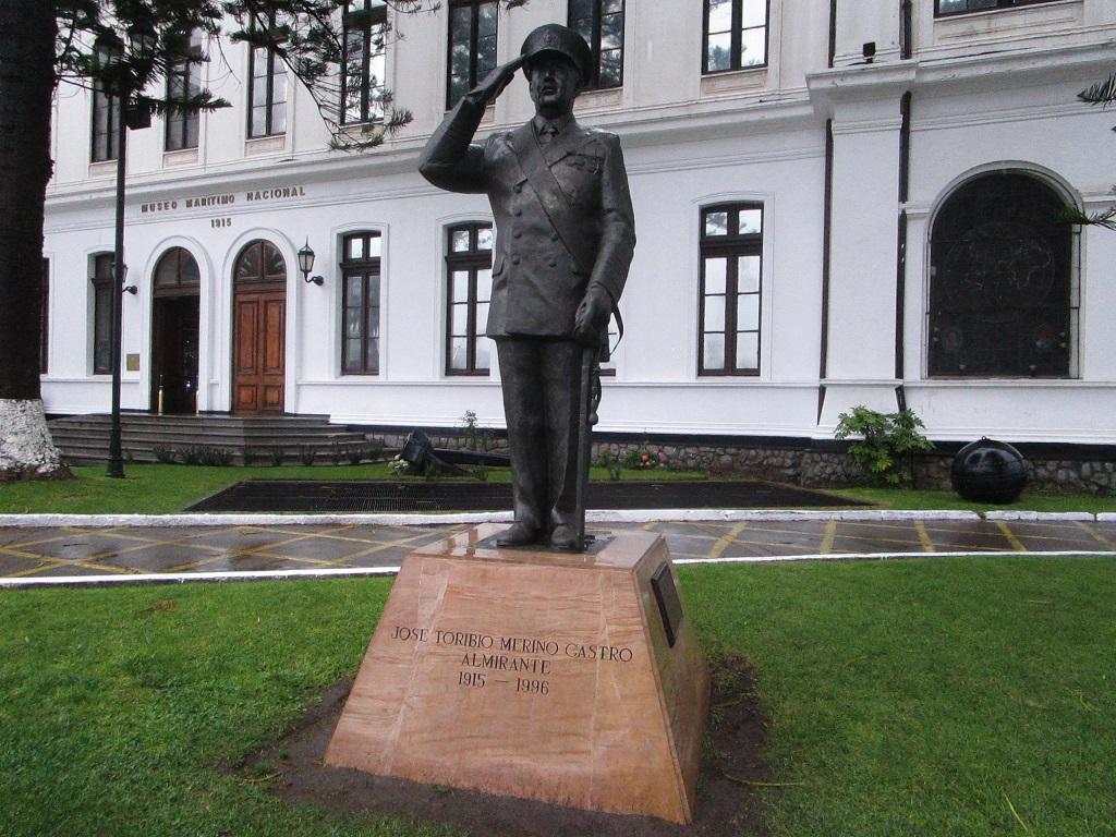 La estatua de José Toribio Merino en Valparaíso: un símbolo de la dictadura cívico-militar