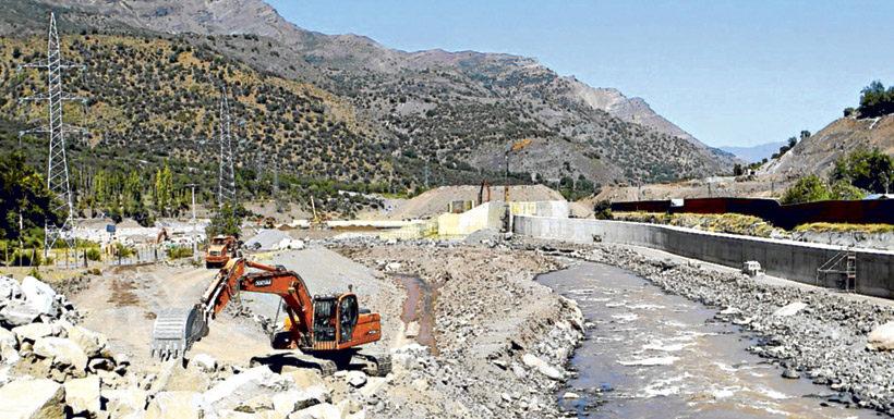 Alto Maipo: Concejala denuncia que Aes Gener rompió napas subterráneas y bota agua al río