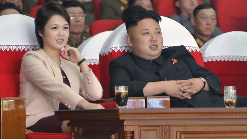 Kim Jong-un asiste a la actuación de la compañía de arte de Corea del Sur