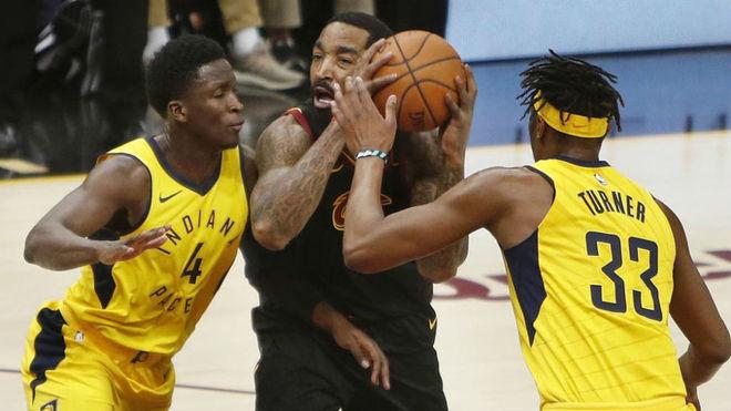 Indiana derrota a Cleveland en el inicio de los Playoffs