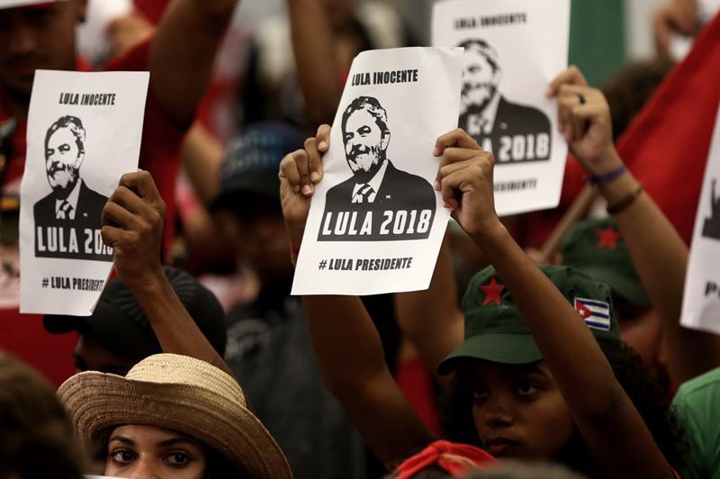 PT: Un día trágico para la democracia y para Brasil