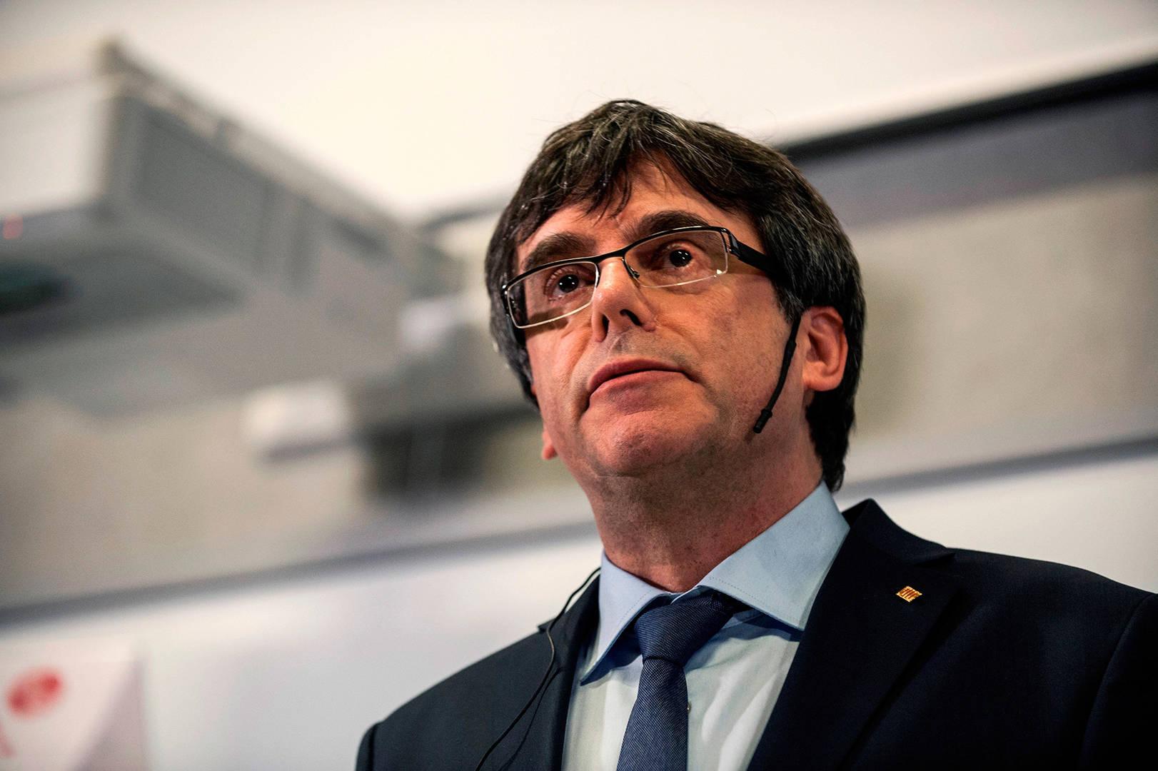 Puigdemont debate su futuro entre la cárcel o el exilio
