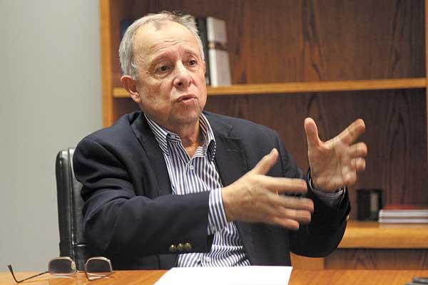 Presidente de la Asociación de Isapres defiende millonarias utilidades de su sector: «El lucro en salud es necesario»