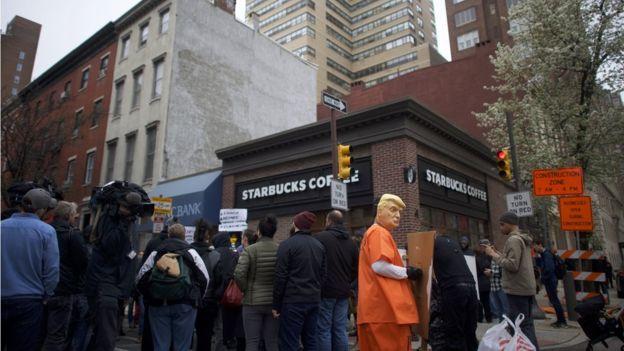 Starbucks busca lavar su imagen